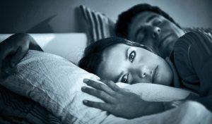 Депрессию зачастую сопровождает бессонница. Нормализация сна поможет в борьбе с депрессией.