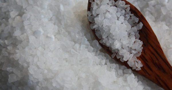 Соляной раствор является народным средством избавления от проблемы.