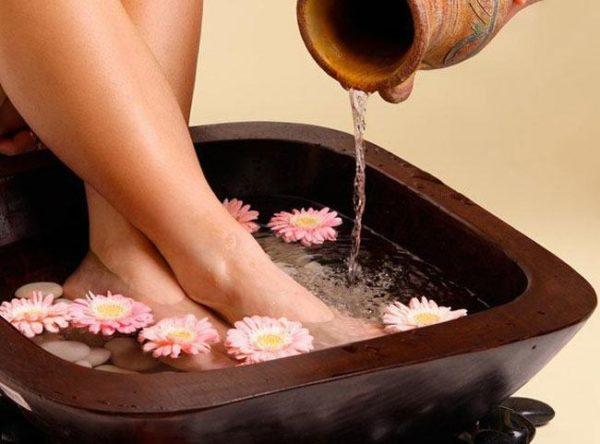 Горячие ножные ванны.