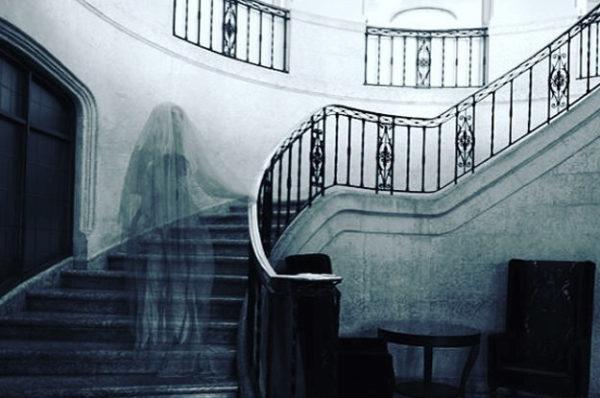 Призрак на лестнице
